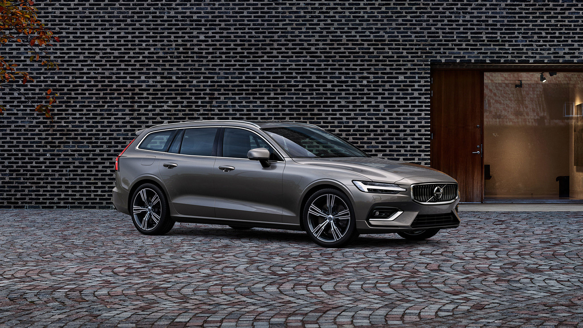 £1,250 finance deposit contribution available on an approved used V60. Two complementary services.  10.9% APR representative.