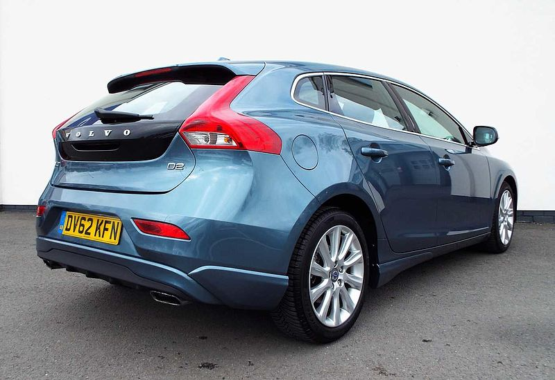 Volvo V40 D2 SELUX M ( Winter Pack,  Active TFT Display, Illuminated Gearknob )