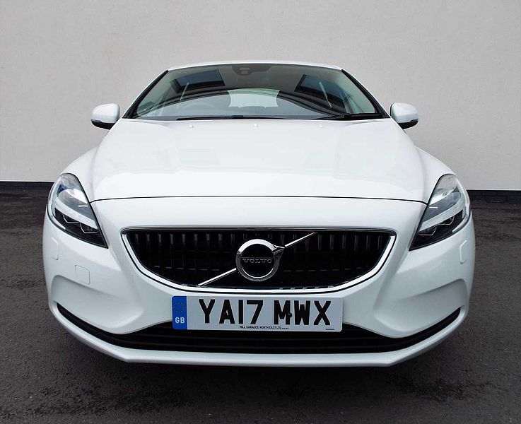 Volvo V40 D2 Momentum Manual (Winter Pack, City Safety, Heated Front Seats)