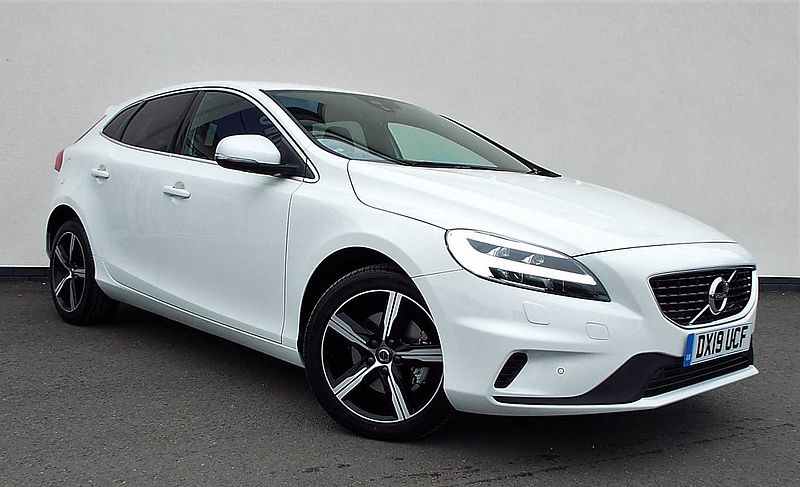 Volvo V40 T3 R-Design Pro Manual ( WInter Pack, Front Park Assist, Cruise Control, Sensus Nav)