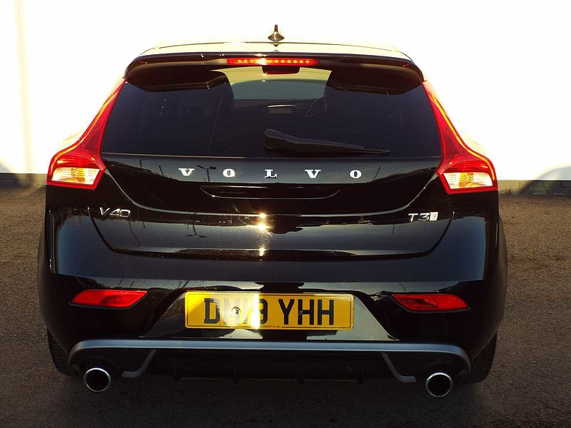 Volvo V40 T3 R-Design Pro Automatic (Rear Parking Camera, Front Park Assist, Power Driver Seat)
