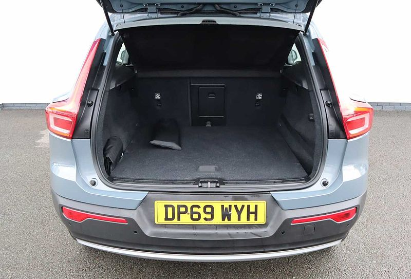 Volvo XC40 D3 Momentum Manual (Dab Radio, Cruise Control, Rear Park Assist)