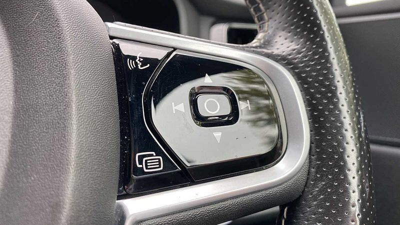 Volvo XC60 D4 R-Design Automatic (Heated Front & Rear Seats, Front & Rear Sensors)