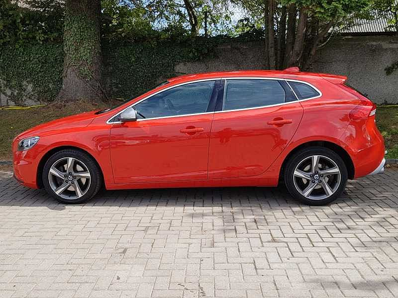Volvo V40 D2 R-Design Automatic( Full Leather, Winter Pack)