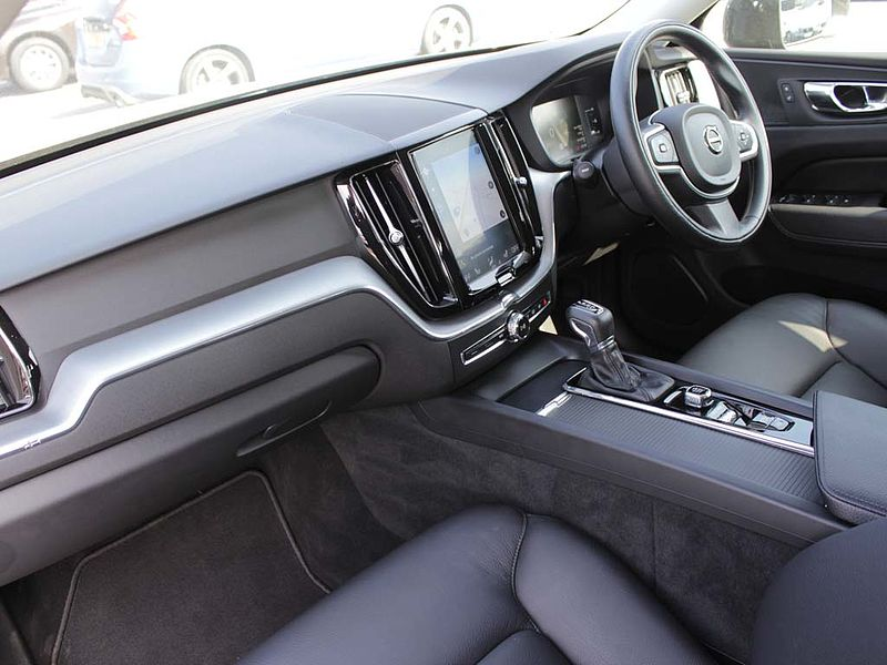 Volvo XC60 D4 Momentum Auto (Winter Pack, Leather)