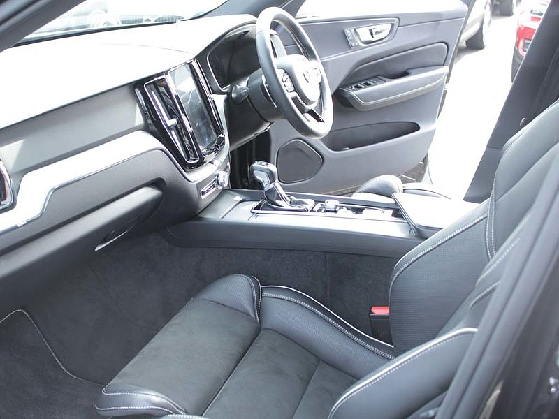 Volvo XC60 D4 R-Design Auto (Winter Pack, Leather)
