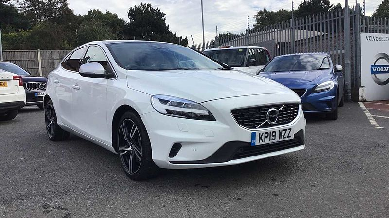 Volvo V40 T2 (122 bhp) R-Design Pro Edition Automatic, SUNROOF, 2 SERVICES INCLUDED! * INTELLISAFE PRO PACK, Winter Pack, XENIUM PACK, Rear Parking Camera, EDITION