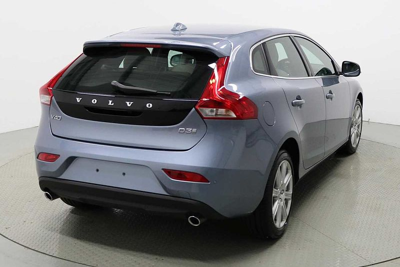 Volvo V40 D3 Inscription Automatic (Blond Leather, Sat Nav, DAB, . BT, Rear Park Assist & Automatic)