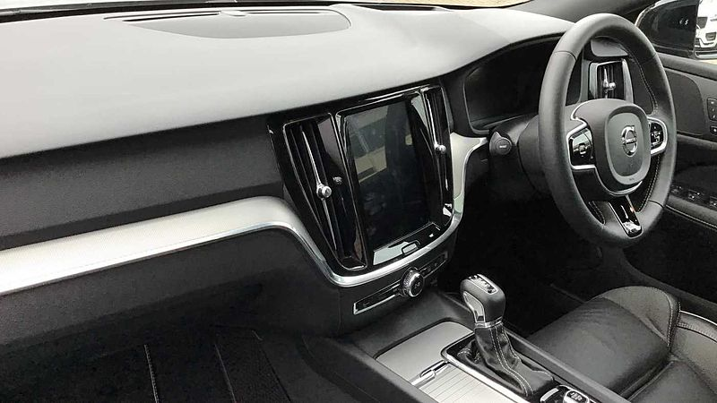 Volvo V60 D4 (190 bhp) R-Design Pro Auto, PANORAMIC GLASS SUNROOF, Xenium Pack, 360 Parking Camera, INTELLISAFE PRO PACK, Convenience Pack, On-Call with App